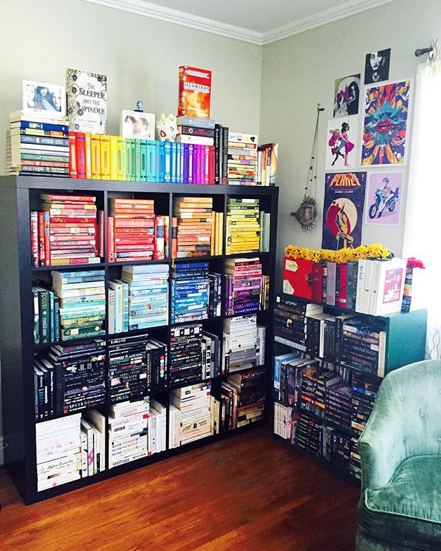 that's beautiful but I'm too OCD about my books series being together that I could never do this...