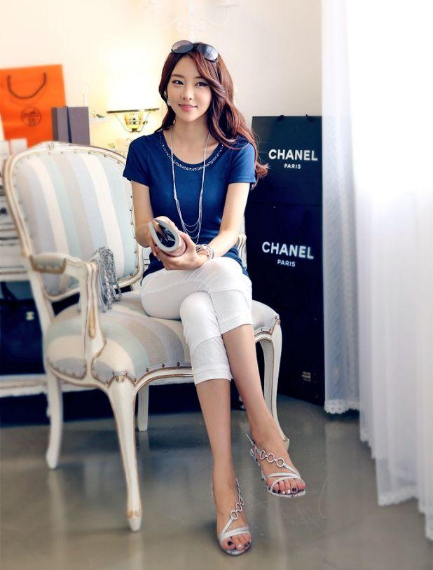 Blue Rose ブルーローズ 華やかに魅せるテクニックはキラキラ 襟元 ラインストーン コットン ストレッチ Tシャツ BRTS-L30