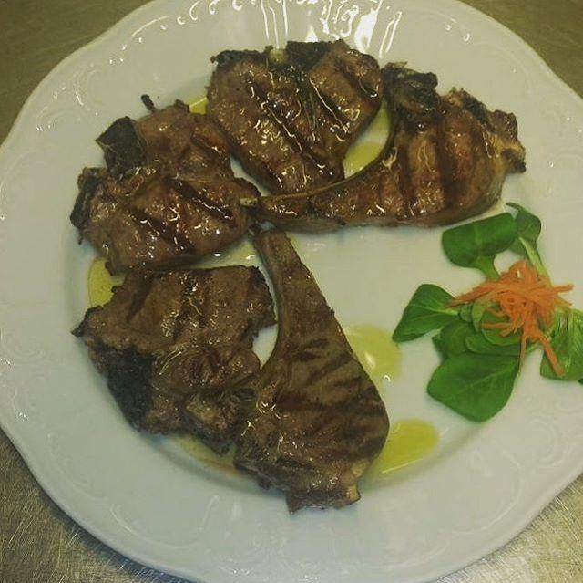Cotolette di agnello alla griglia #trattoriadallamalgari #trattoria #cooking #dinner🍴 #lunch🍴 #eat #eating #food #foodart #foodpic #foodpics #ilovefood #istafood #photooftheday #recipe #tasty #yum #yummy #foodporn #foodblogger #tastyfood #delicious #foodpassion #madeinitaly  Yummery - best recipes. Follow Us! #tastyfood