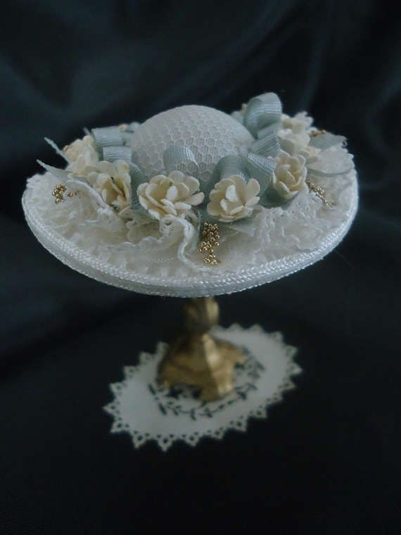 Charming ladies hat 1/12th scale.