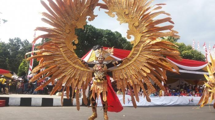 Fashion Carnival 2016 - Keren! Burung Garuda dan Cenderawasih Ikut Jalan-jalan…