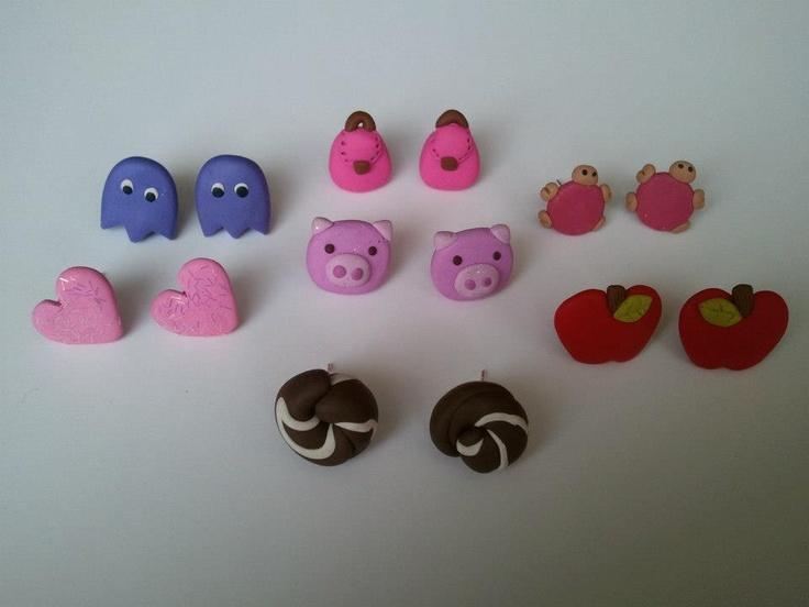 Aritos pegados miniaturas de varias figuritas, fantasía. $3000 CLP