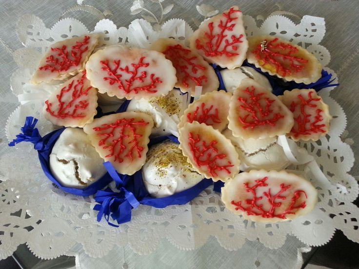 Pastine di mandorla su meringhe al pistacchio