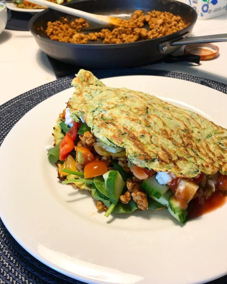 Taco med zucchiniwrap, kycklingfärs, keso och grönsaker 😍👌 ... #muskelfoder #lågkalori  #muskelmat #nyttigt #zucchini #wrap #wraps #hälsa #fitness #hälsosamt #hälsosamlivsstil #mat #food MyDiet  #protein #lowcal #lowcarb #viktnedgång #hemlagat #sallad #kyckling #färd #tacos