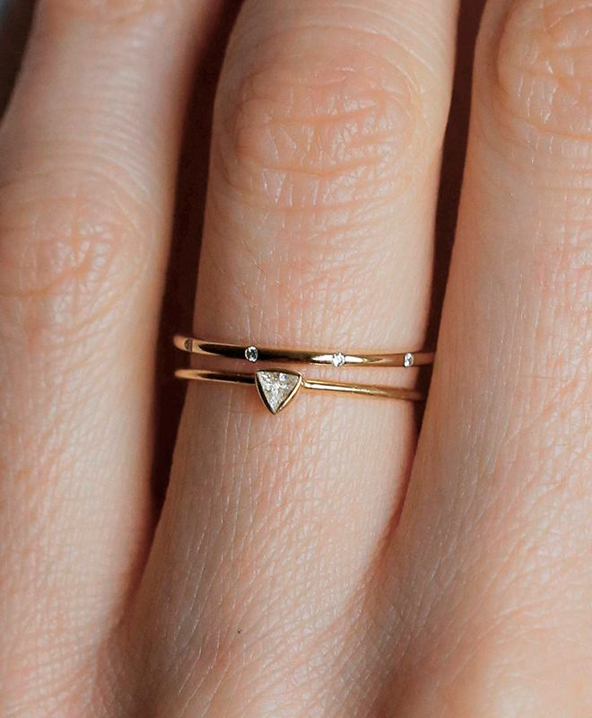 THIS IS WHAT I'D WANT FOR MY ENGAGEMENT/WEDDING! Triangle diamond wedding ring, I would love.