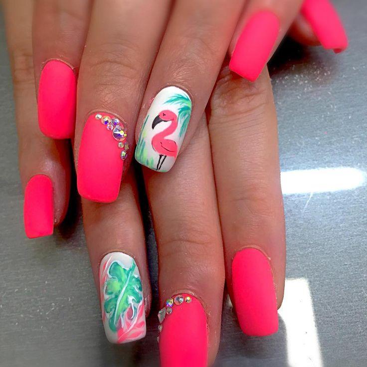 Mooie nagels! Ga niet naar de dierentuin, kijk gewoon naar je mooie nagels om …