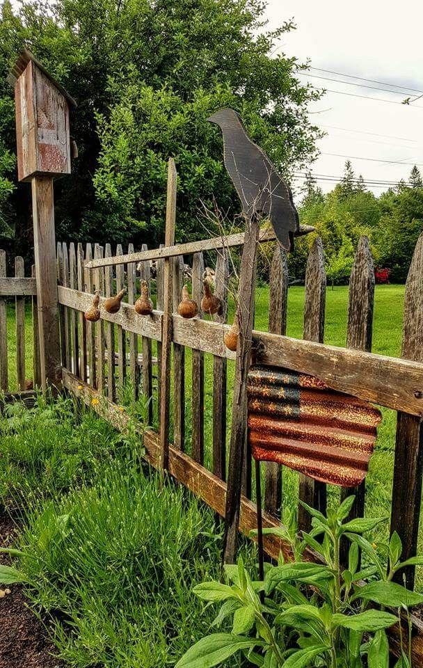 Top 25 best primitive garden decor ideas on pinterest for Rustic fence ideas