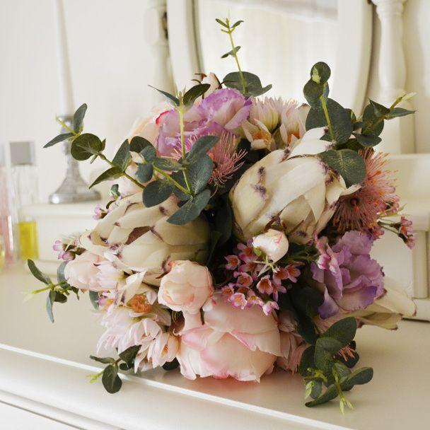 A gorgeous mix of Australian native flowers, roses and lisianthus. @bloomroomdesigns #pinkpurplebouquet #australiannativeflowers