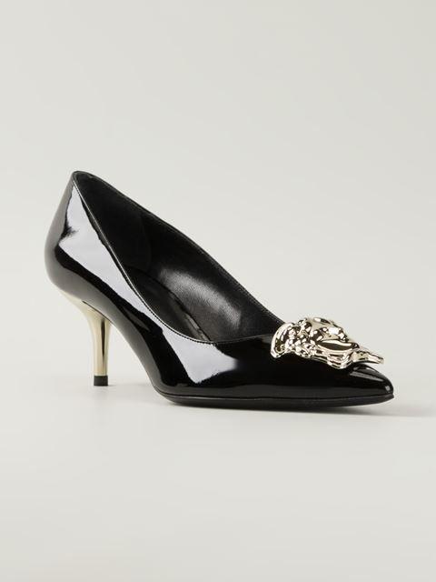 http://www.farfetch.com/mx/shopping/women/versace-zapatos-de-tacon-con-medusa-item-10972285.aspx?storeid=9436