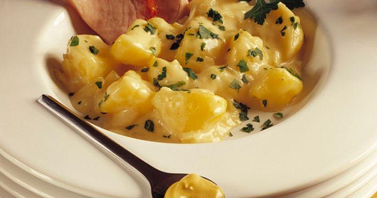 Dejlige stuvede kartofler, som smager herligt til fx kogt hamburgerryg.