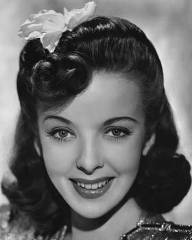 A beautiful shot of Ida Lupino (love her hair complete with pretty flower). #vintage #1940s #actresses