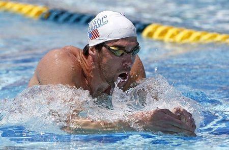 4月23日、五輪で通算18個の金メダルを獲得した競泳のマイケル・フェルプス(写真)は復帰戦の米国GPで、100メートル自由形を棄権すると明らかにした。アリゾナ州メサでの公式練習で撮影(2014年 ロイター/Rob Schumacher-USA TODAY Sports)