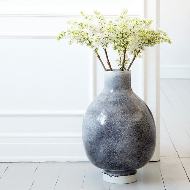 Use the modern, Nordic floor vase to add personality to your home as a unique, exclusive work of art.