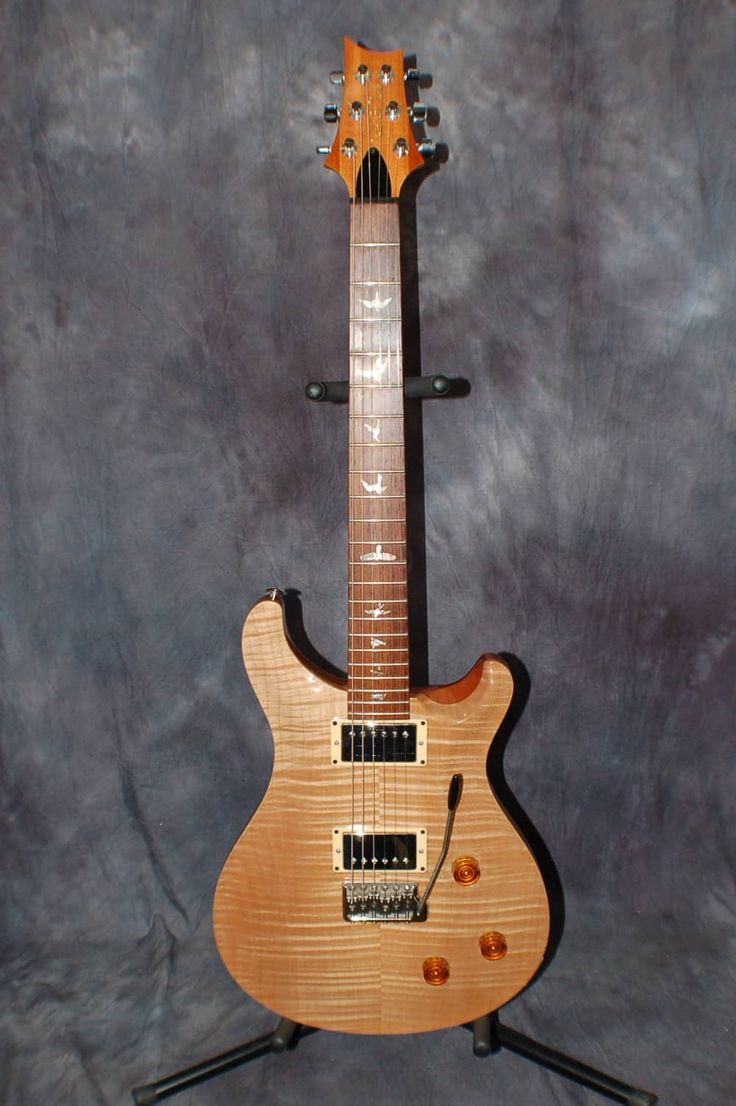 Today, Lawman Guitars is Presenting… An Excellent Shape 2004 Paul Reed Smith Custom 22 Birds in Flight Guitar with original Case.  This guitar is hardly played at all. Give us a call. Lawman Guitars. 515-864-6136