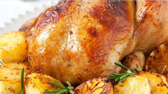 Dinde de Noël aux petits légumes _ http://www.cuisineaz.com/dossiers/cuisine/plats-volaille-noel-14240.aspx