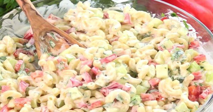 C'est impossible de dire non à cette salade de macaroni! Saura-t-elle vous charmer?