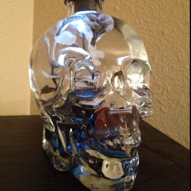 Skull vodka bottle turned into a beta fish tank! Pinterest