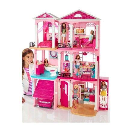 Barbie heeft een nieuw huis, Barbie's Droomhuis!  Met drie verdiepingen, zeven kamers en een echt werkende lift kunnen meisjes allerlei avonturen bedenken, van een avond vol spelpret tot een avondje uit.  De ingebouwde garage heeft een deur die je met een tabje open en dicht kunt doen.  De garage is de perfecte parkeerplek voor Barbies auto. Je kunt het huis ook aanpassen en van de garage een extra kamer maken.