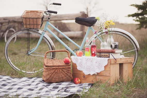 picnic engagement shoot | photo by CoJo Photo | 100 Layer Cake  http://wedding101.net/