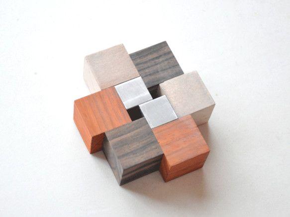 少しの重みのあるコースターです。星が形成されるように、アルミと木が繋がっています。まるで星の化石。横:約9cm 縦:約10cm 高さ:約3cmリバーシブルで使...|ハンドメイド、手作り、手仕事品の通販・販売・購入ならCreema。