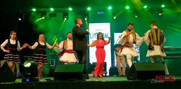 Seara trecută plaja Flora din statiunea Mamaia s-a umplut cu mii de turisti care au cântat si dansat alături de Ionut Galani, Provincialii si trupa Vunk