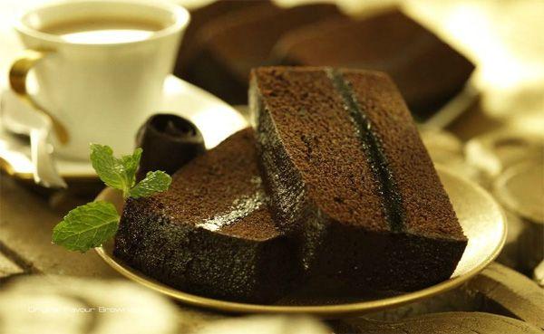 Siapa yang tak kenal dengan kue brownies? Kue dengan rasa yang nikmat dan tekstur lembut sewaktu disantap membuat lidah siapa saja ingin kembali mencicipi nikmatnya kue brownies. Kue brownies, pada dasarnya sama saja dengan kue bolu biasa. Hanya s...