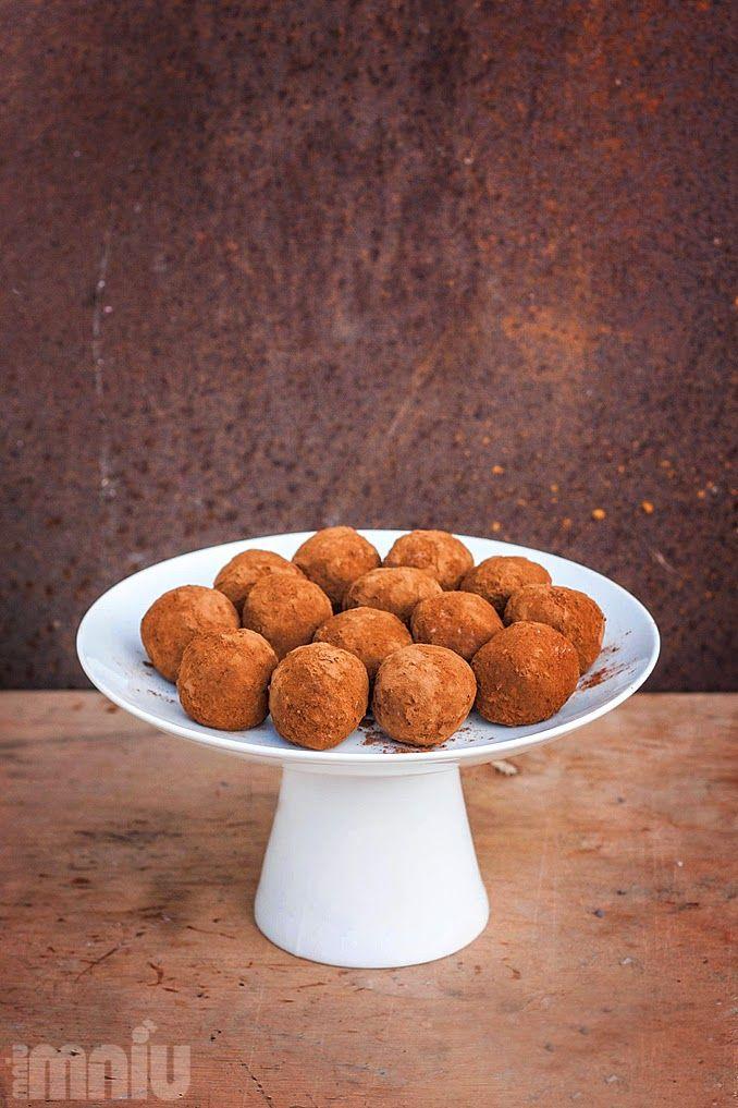 MniuMniu - Kuchnia Wegańska: Wegańskie kuleczki kokosowe, jak bounty