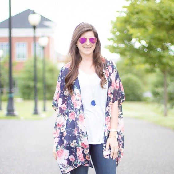 Are you ready for a hump day treat??? Peep the latest Dating Diaries episode and this adorable @windsorstore kimono for under 20 bucks! This date was quite the treat!  Head on over to passionforphashion.com to read about it(direct link in bio) and shop this casual date night look! What's your go-to date night look???  #humpday #worstfirstdate #ilovelamp #kimonocardigan #floralkimono #windsorstore #datingishard #dating #phillyblogger #phillyigers #wednesday #americanstyle