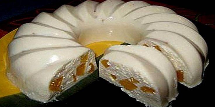 Bucătarul.tva pregătit pentru astăzi un desertcu brânză și piersici. Un chec aromat, pufos și delicios. Gustul fin alacestuia este greu de uitat, iar cei mici vor fi primii care vă vor aduce aminte de el. Preparați-l și bucurați-vă familia! Echipa Bucătarul.tv vă dorește poftă bună alături de cei dragi!  Autor text: Bucătarul.tv