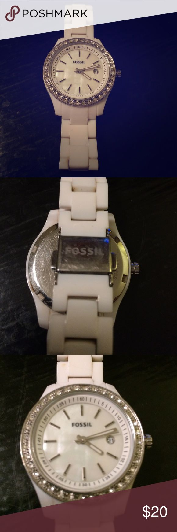 Fossil watch Used white Fossil watch. Fits small-medium wrist and needs new battery Fossil Jewelry