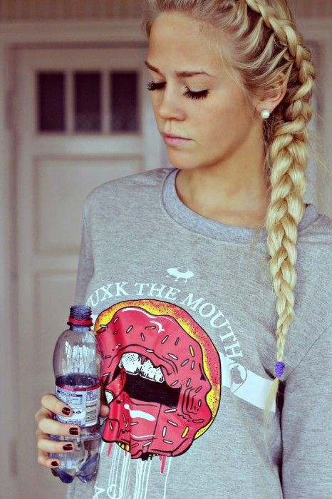 Idk what the wierd shirt thing is about, but I love her hair.