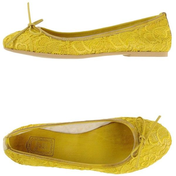 Vintage Del Forte 1973 Ballet Flats ($42) ❤ liked on Polyvore featuring shoes, flats, yellow, ballet shoes, bow ballet flats, round toe flats, bow flats and yellow shoes