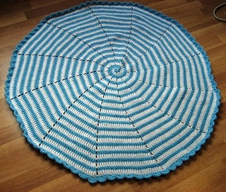 Spiral crocheted blanket pattern. This would look so rad in black + white