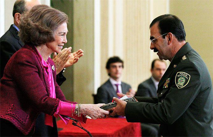 Policía de Colombia gana el Premio Reina Sofía de España por labor preventiva contra las drogas - diario El Pais