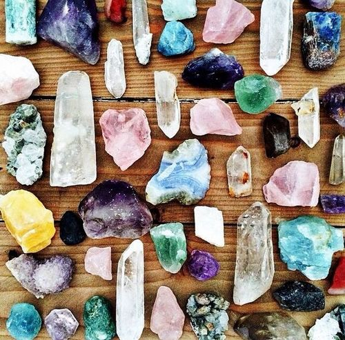 10 HEALING CRYSTALS AND THEIR MEANINGS - ISHINE365 Blog  #healing