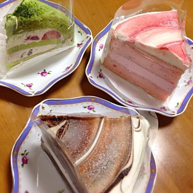 明日は三男が中学校の入学式、明後日は次男が高校の入学式を迎えます。ささやかにコージーコーナーのケーキでお祝い - 42件のもぐもぐ - 次男、三男の入学祝いケーキ‼️苺シフォンケーキ、チョコレートシフォンケーキ、抹茶の苺ケーキ by lavender3