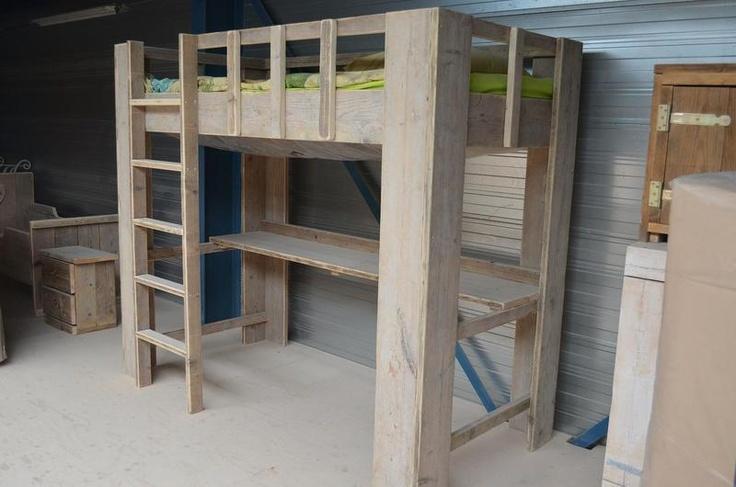 Hoogslaper van steigerhout met bureau by Wooddesign4u via DaWanda