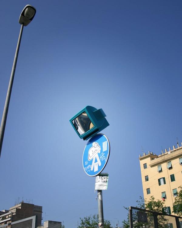 tv-mirror. Street art, installazioni di Tommaso Guerra. #art
