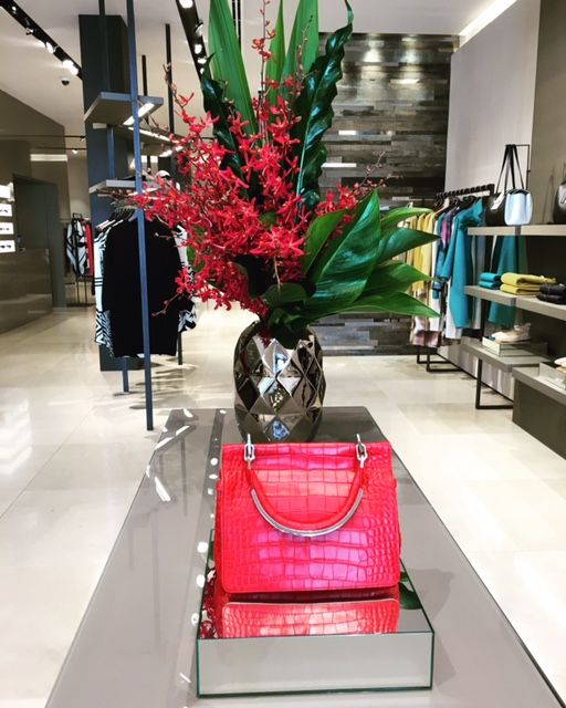 Our gorgeous arrangement at @maxmara Brisbane city store! Visit our website for details on how we can create florals for your next event - www.lillipollen.com #corporate #corporateflowers #maxmara