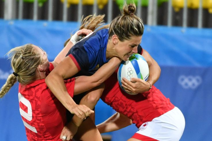 France's Caroline Ladagnous (C) is tackled in the womens rugby sevens quarter-final match between Canada and France during the Rio 2016 Olympic Games at Deodoro Stadium in Rio de Janeiro on August 7, 2016. / AFP / Pascal GUYOT