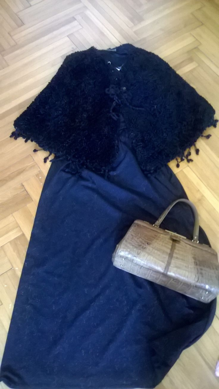 Vintage 30s fur cape, vintage 70s maxi dress with gold accents, vintage 50s beige croc purse. I could go on with this outfit and add a pair of beige lace up boots to get a steampunk look.