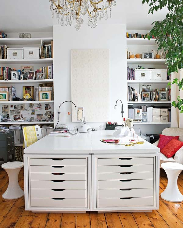 Love this shared #office space with smart #storage. Photo from Micasa Revista by Jake Fitzjones.