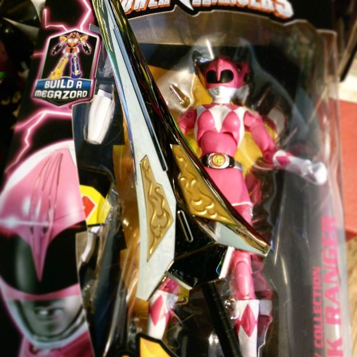 Kimberly is getting a new weapon!  #powerangers #mmpr #toys  All Power Rangers Legacy items on sale now at OOOToys.com! #sale #pinkranger #legacy #toysale #toyhunter #pink #90s #toycollectors #kids #nostalgia #oootoys