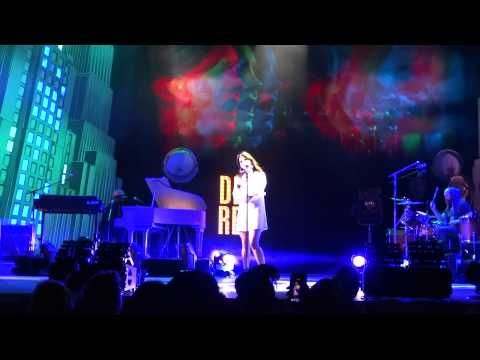 ▶ Lana Del Rey - Shades of Cool - Live in Phoenix - YouTube