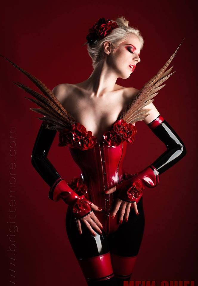 Model : Lara Aimee  Photographer: Me-Chiel Latex: lovely latex by Brigitte More