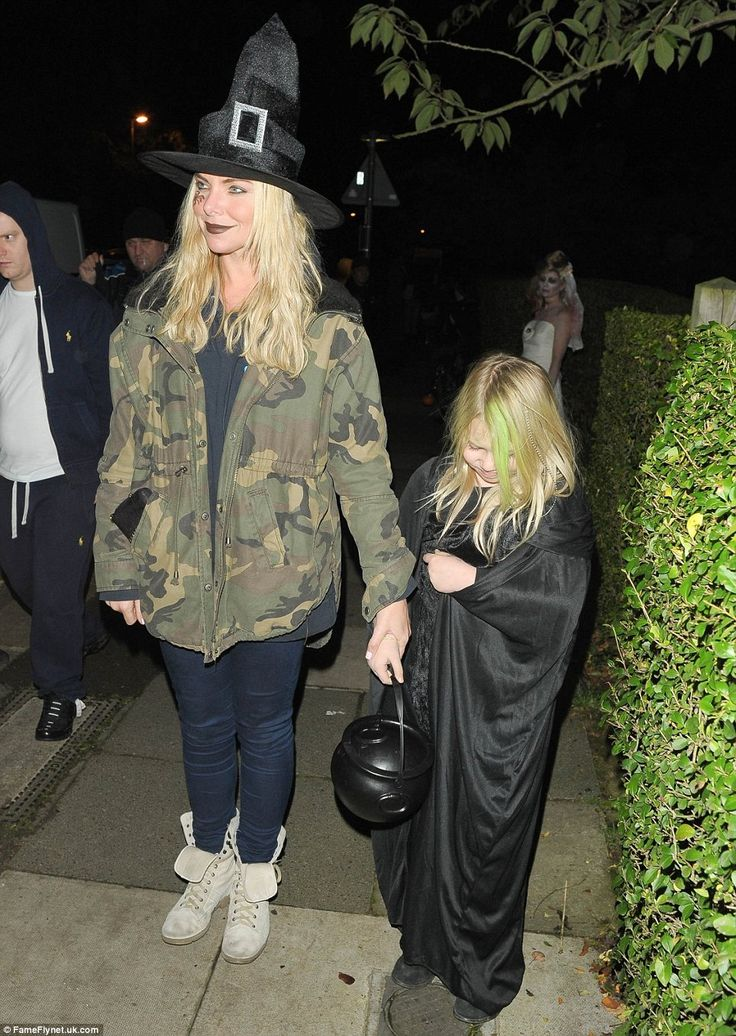 Samantha Womack arrives with her young daughter Lily-Rose ahead of Jonathan Ross's annual party at his Hampstead home