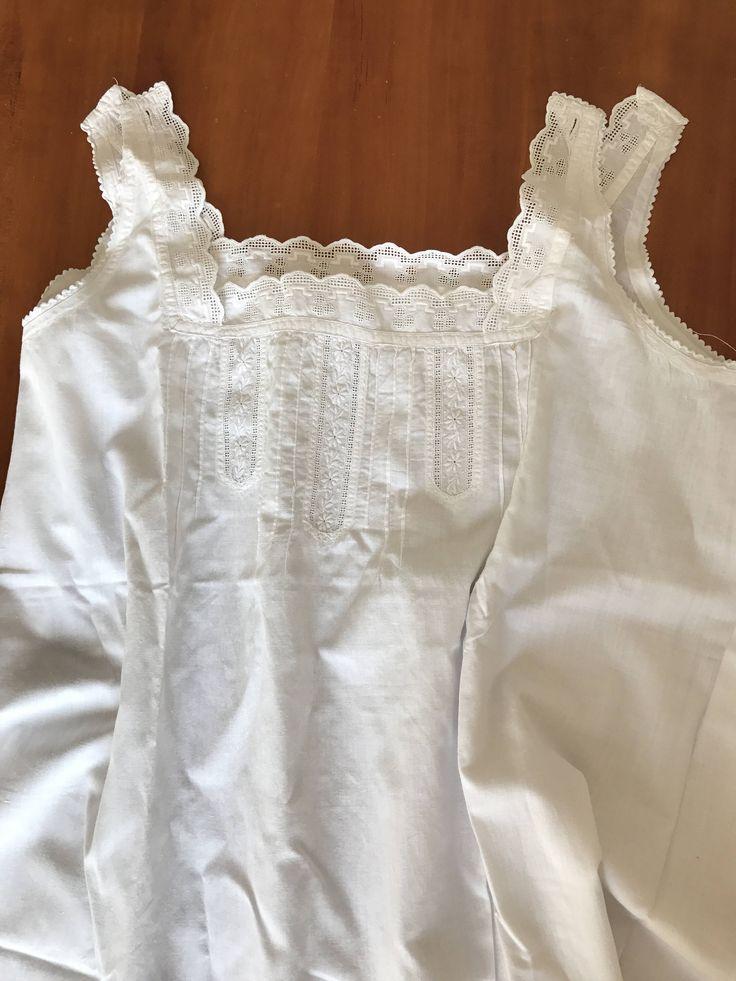 Ein persönlicher Favorit aus meinem Etsy-Shop https://www.etsy.com/de/listing/526449191/antikes-nachthemd-tragerhemdspitzenhemd