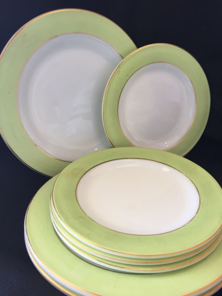 Apple lime green Pyrex plates with gold rim & 55 best Vintage Pyrex images on Pinterest | Vintage kitchenware ...