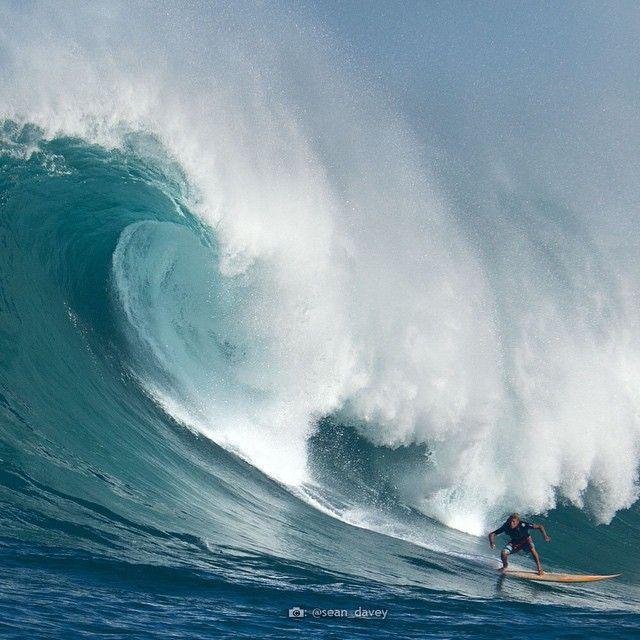 Best Qoo Images On Pinterest Lightning Bolt Waves And Clarks - Surfing inside 27 second long barrel wave