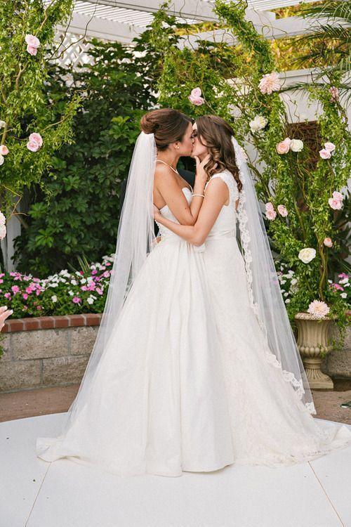 What a beautiful #lesbian wedding it is! http://interracialgenderlesslove.org #LGBT #datingsites